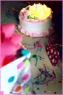 Happy birthday messages: birthday cake with lots of candles.