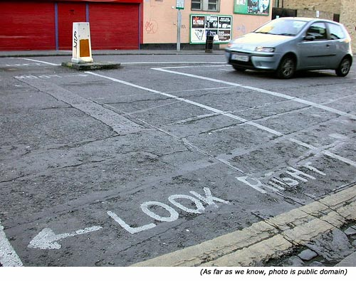 Hilariuos signs and funny road signs: Look Right (and the arrow points to the left)