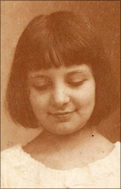 Birthday books for personalized birthday gifts: Old black and white picture of little girl.