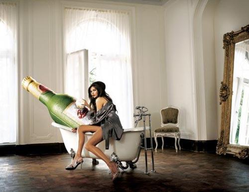 Budweiser ad - Budweiser given a bath by a beautiful woman - fab alcohol ads