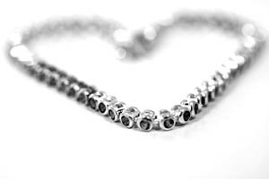 Expensive gifts for her: silver or platin necklace as a heart.