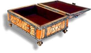 Creative idea for Valentine: carve a wooden box.